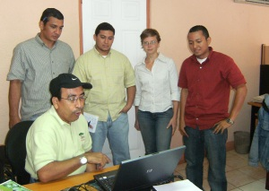 Luis showing Oscar, Bering, Orlando and I the diagnosis the first day of the students internship with us.