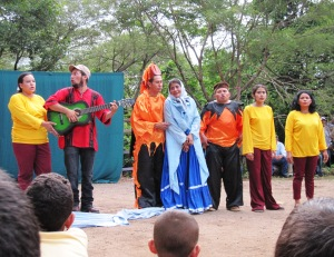 "The final song of the theater performance, with the chorus, ""La tierra, hay que cuidarla!"""