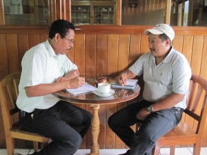 Nestor and Rigorberto talking at the Cafe